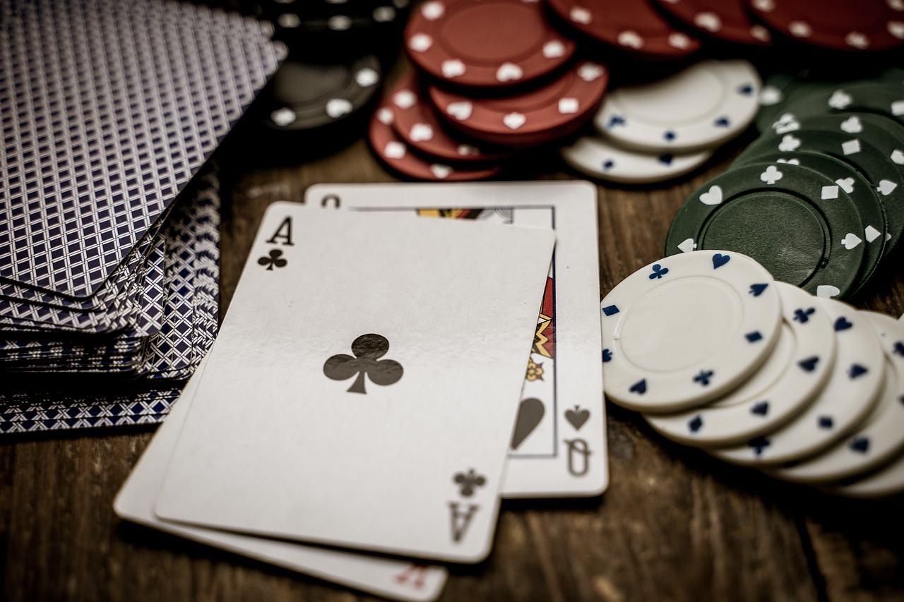 advantages of physical casinos and online casinos